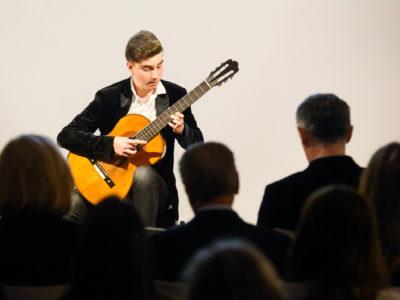 Torres' Whisperer sinoć u središtu Zagreba oduševio koncertom na povijesnoj gitari staroj 200 godina
