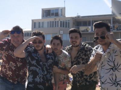 """Mejaši na valovima australskih plaža poručuju """"Blago nama!'' i slave ulazak na HRTOP40 !"""