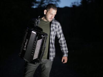 """Samir Nurkić - autor viralnih """"Zvončića"""" na šest načina još jednom oduševljava jedinstvenom obradom pjesme """"Ederlezi!"""""""