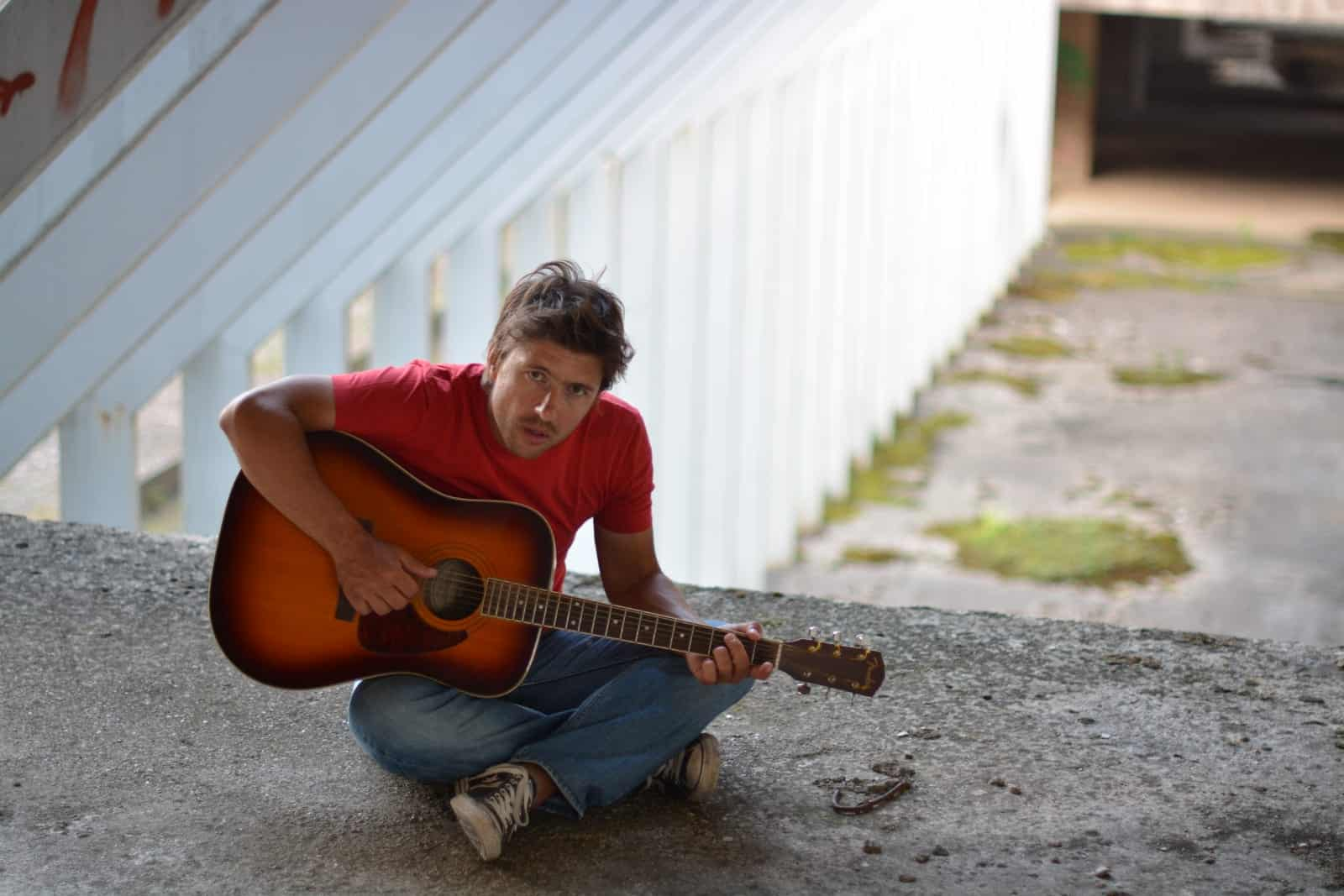 FILIP FANTONI predstavlja svoju najosobniju pjesmu Četiri smeđa oka